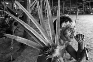 Imagen del fotógrafo brasileño Sebastiao Salgado sobre las tribus del Amazonas.